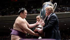 川普訪日本看相撲 圖翻攝自川普推特