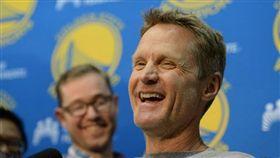 NBA/冷笑話連發!柯爾女兒翻白眼 NBA,季後賽,金州勇士,Steve Kerr,冷笑話 翻攝自推特