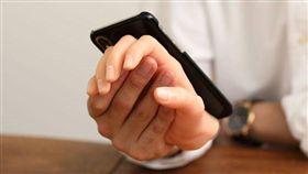 單身狗專用!講電話能牽手 網友笑噴 日本,手機殼
