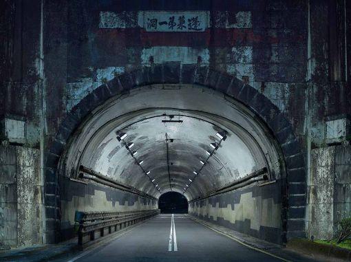 莫斯科國際攝影獎  台攝影師拍夜間隧道奪第一名莫斯科國際攝影獎公布2019年度比賽得獎名單,其中台灣攝影師楊宗翰以「夜間隧道」系列作品,拿下建築類第一名。(楊宗翰提供)中央社記者鄭景雯傳真  108年5月28日