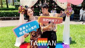 同婚/造型師濱小步跟職業軍人女友「En Zo」25日結婚登記。臉書
