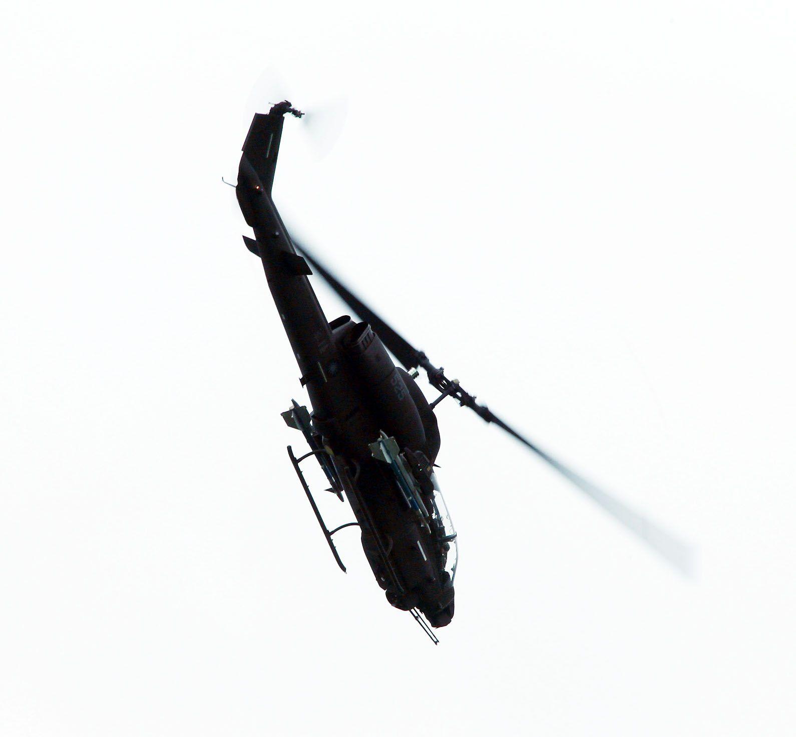 陸航AH-1W眼鏡蛇攻擊直升機擔負空中警戒。(記者邱榮吉/彰化花壇拍攝)