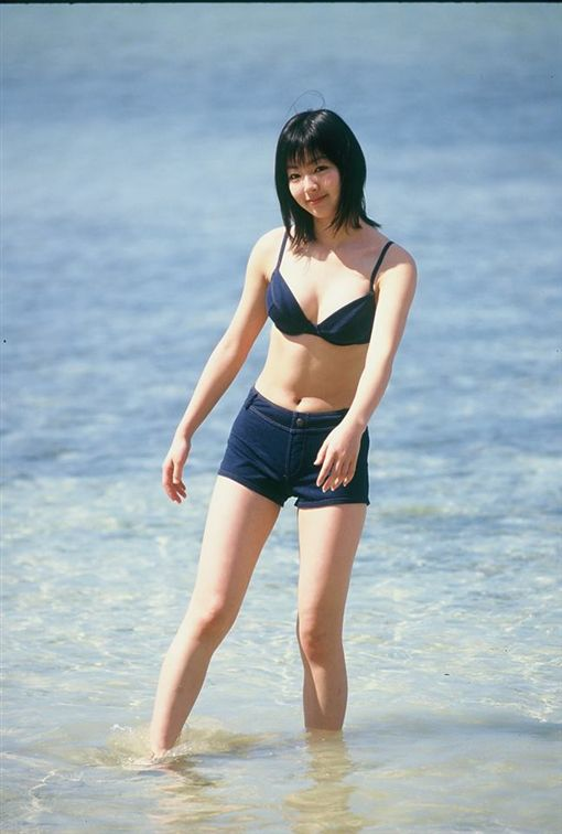 花5元買二手底片,驚見少女泳裝照。(圖/翻攝自Tamon Rujirongnangkul 臉書)
