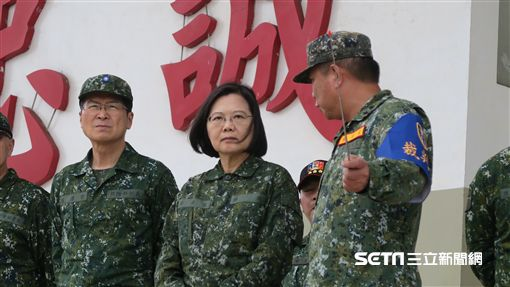 蔡英文總統29日到新竹湖口營區,視察「反機降對抗操演」。(圖/記者盧素梅攝)