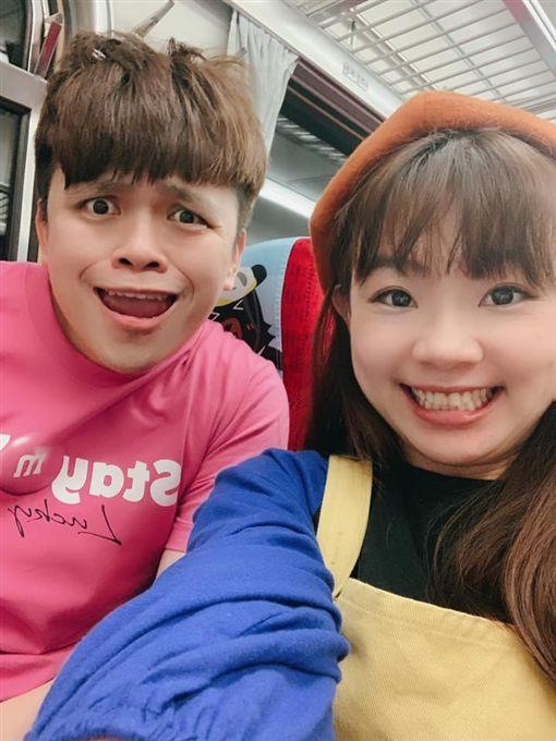 YouTuber蔡阿嘎和老婆「二伯」/兒子「蔡桃貴」。臉書