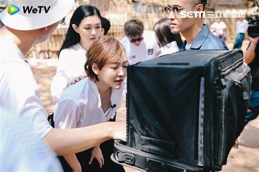 大S、小S及范曉萱與阿雅四姊妹主持的《我們是真正的朋友》 圖/WeTV提供