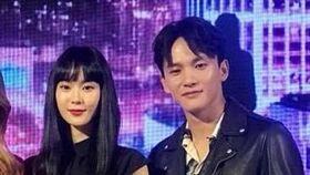 鍾瑶(右二)與曹晏豪(右)兩人於《狂歡時刻》電影結緣。(圖/翻攝自安妮臉書粉絲團)