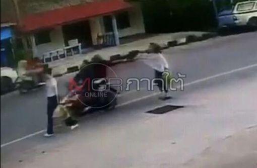 ▲飛車搶劫(圖/翻攝自泰國網臉書)