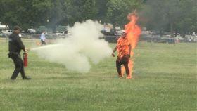 美國,男子白宮附近公園引火自焚(圖/翻攝自推特)