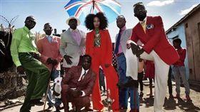 剛果年輕人寧願餓也要穿名牌。(圖/翻攝自微信)