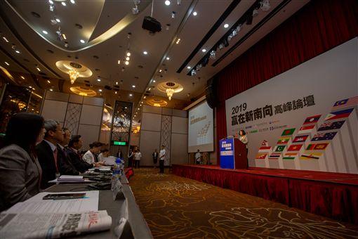 蔡英文總統30日上午出席「經濟日報2019贏在新南向高峰論壇」。(圖/總統府提供)