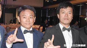2017年中華職棒選秀LAMIGO桃猿總教練洪一中和劉玠廷領隊。(資料照/記者林敬旻攝)