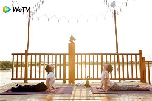 大S、小S及范曉萱與阿雅四姊妹合體主持《我們是真正的朋友》 圖/WeTV提供