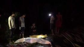 女兒跌在化糞池上 爸爸上前搶救…3人慘中毒身亡(圖/翻攝自TNN ช่อง16 YouTube)