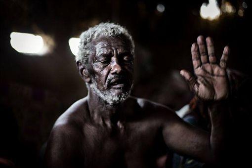 莫斯科國際攝影獎今年總冠軍兼新聞編輯類第一名由丹麥攝影師Rasmus Flindt Pedersen獲獎,記錄葉門內戰引起的人道危機。(圖/翻攝自莫斯科國際攝影獎臉書)
