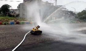 國內首部消防機器人亮相(1)