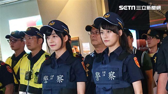 「雙胞胎女警官」民眾臨檢有粉紅泡泡