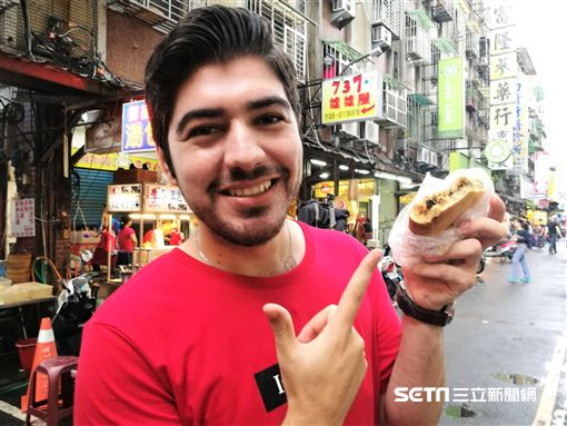 Youtuber「Best of Taiwan–圖佳」近日受邀擔任台北市內湖737商圈美食大使。(圖/記者楊晴雯攝)