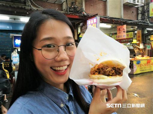 「韓勾ㄟ金針菇」近日受邀擔任台北市內湖737商圈美食大使。(圖/記者楊晴雯攝)