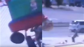 充氣城堡,飛起,重物,規定,強風,俄羅斯,重摔,意外,兒童,墜落,生命危險, 圖/翻攝自YouTube