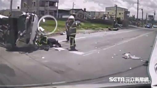 雲林民營救護車對撞小客車