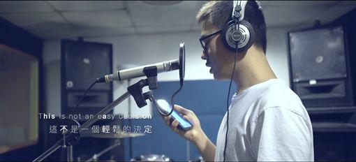 24歲台男愛上75歲英國老爹,許常德送歌給明天的祝福Best wishes for tomorrow/翻攝自Neo Wu YouTube