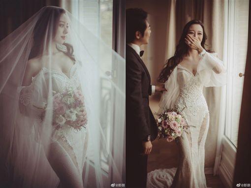 郎朗結婚了…娶小12歲混血鋼琴家 白紗只遮「三角」辣翻圖翻攝自郎朗微博