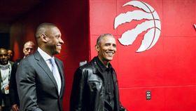 ▲美國前總統歐巴馬到多倫多看比賽。(圖/取自暴龍隊推特)