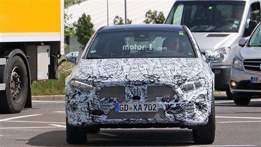 ▲Mercedes-Benz GLA偽裝車。(圖/翻攝網站)