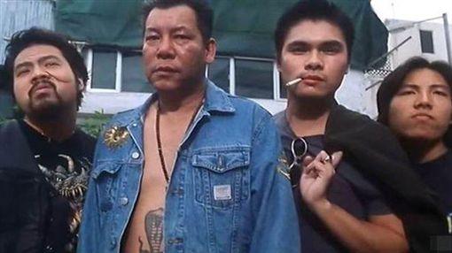 李兆基(左二)被稱為「港片四大惡人」。(圖/翻攝自古惑仔劇照)