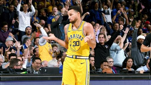 NBA/龍迷哭!柯瑞關鍵一傳走步了NBA,季後賽,金州勇士,Stephen Curry,走步,多倫多暴龍翻攝自推特