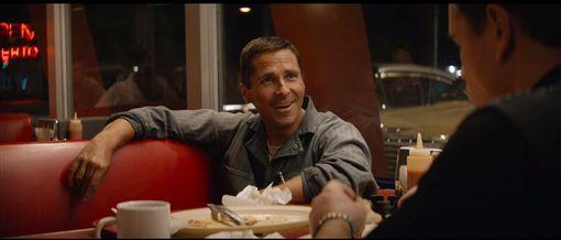 ▲《賽道狂人》電影中車手Ken Miles由Christian Bale飾演。(圖/翻攝網站)