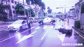 汽車闖紅燈直直撞,女騎士慘噴飛騰空轉3圈墜地/翻攝畫面
