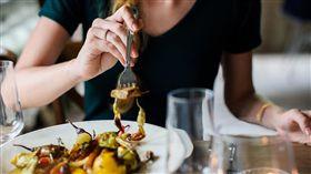 用餐,進食,吃東西。(圖/Pixabay)