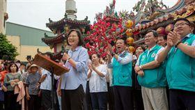 蔡英文總統26日下午前往嘉義參拜「配天宮」。(圖/總統府提供)