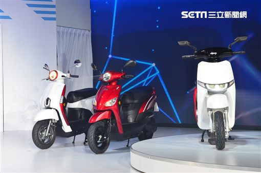 ▲光陽推出多款電動機車與電動自行車。(圖/鍾釗榛攝影)