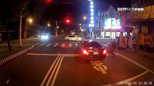 闖紅燈釀禍!與轎車路口相撞騎士飛彈