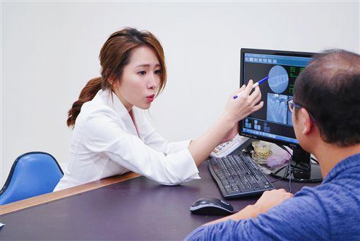 美女牙醫師劉芷伊(記者郭奕均攝影)