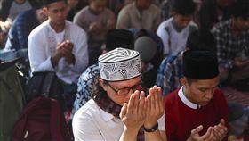 印尼開齋節台北登場(1)2019印尼開齋節會禮活動5日在台北行旅廣場舉行,穆斯林齊聚進行開齋節儀式。中央社記者吳翊寧攝 108年6月5日