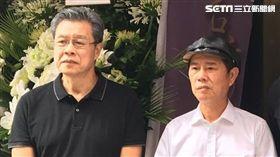 楊烈(左)與黃西田和賀一航有深厚友誼。(圖/記者蕭翰弦攝影)