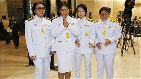 盼寫政壇新頁 泰國首位跨性別議員:我不是花瓶 譚瓦林(Tanwarin Sukkhapisit),左二(圖/美聯社/達志影像)