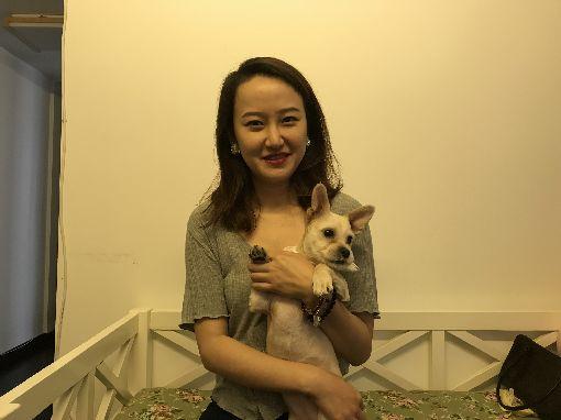 一輩子只有一隻狗 她複製毛孩延續愛玥玥說,有時候想起過世的狗妮妮,會抱著複製狗Nini說一會兒話,也能感覺到一點安慰。(資料照片)中央社記者翟思嘉攝 108年6月7日