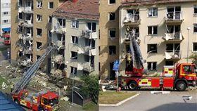 陽台,窗戶,玻璃,瑞典,公寓,爆炸,救護車,受傷,治療, 圖/翻攝自推特