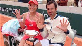 ▲詹詠然(左)與多帝格成功衛冕法網混雙冠軍。(圖/劉雪貞提供)