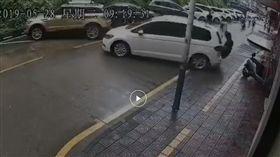 倒車,撞人,暴衝,捲車底,深圳