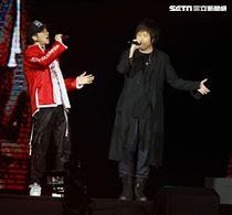 王力宏「龍的傳人2060」台北巡迴演唱會台北站,五月天阿信當特別來賓。(記者邱榮吉/攝影)