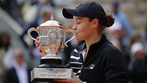 ▲23歲的巴蒂(Ashleigh Barty)拿下法網女單冠軍。(圖/美聯社/達志影像)