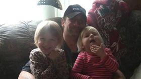 (圖/翻攝自Robert Quick臉書)美國,愛荷華州,拳師犬,父親,喪命