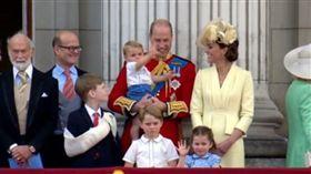英女王生日閱兵 小曾孫路易王子搶鏡(圖/翻攝自The Royal Family臉書)