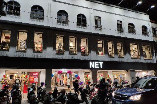 舊醫院建築閒置 連鎖服飾承租進駐曾在台南市善化區經營超過40年的謝醫院在3年前結束營運後,位於鬧區的建築物閒置,近日由一家連鎖品牌服飾店承租進駐。中央社記者楊思瑞攝 108年6月9日